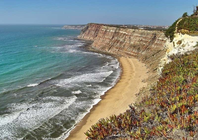 Are you a beach lover? Then explore the best beaches in Algarve, Portugal with our guide so that you can have the seaside holiday of your dreams!