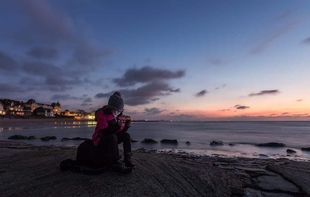 women traveler using portable wifi